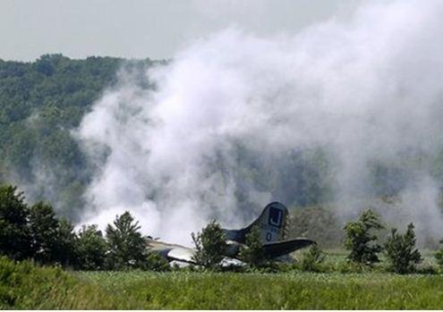 WW II B-17 crash-lands in Oswego, Illinois