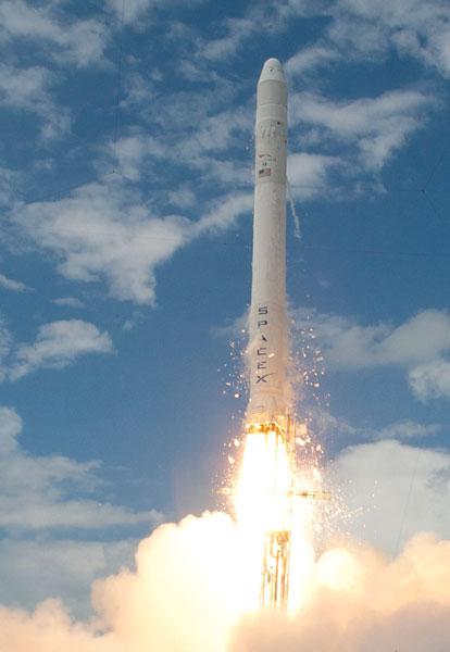 SpaceX's Dragon Spacecraft  Makes a Big Splash
