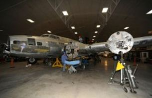 "B-17 ""Memphis Belle"" undergoes restoration"