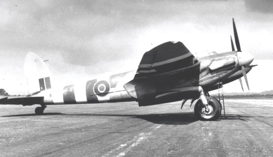 Restored de Havilland Mosquito Flies Again