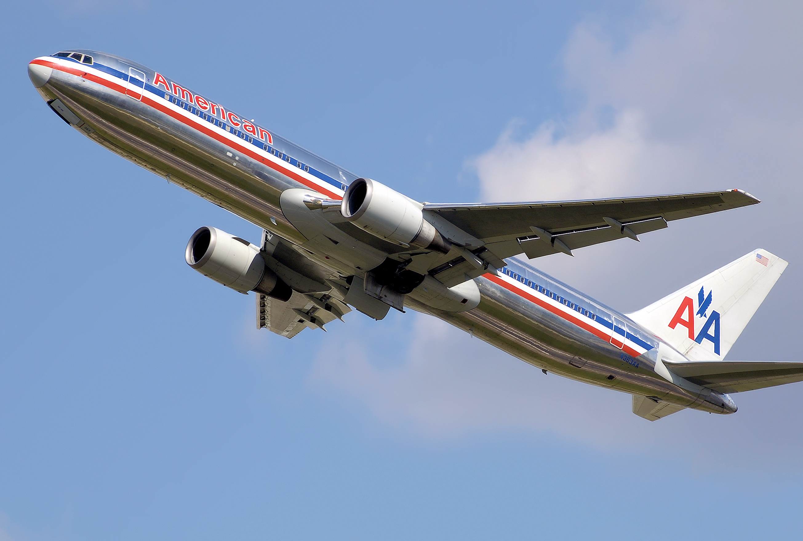 With Planes on Ground, Accusations Fly at American Airlines