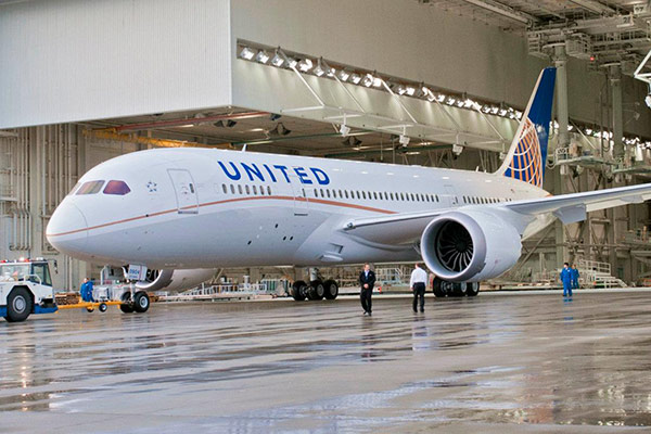 United Passengers Praise 787 Dreamliner
