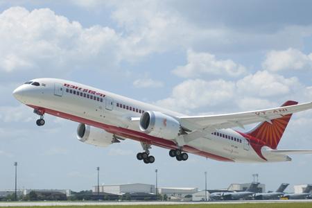 Boeing Board OKs Offering Bigger 787