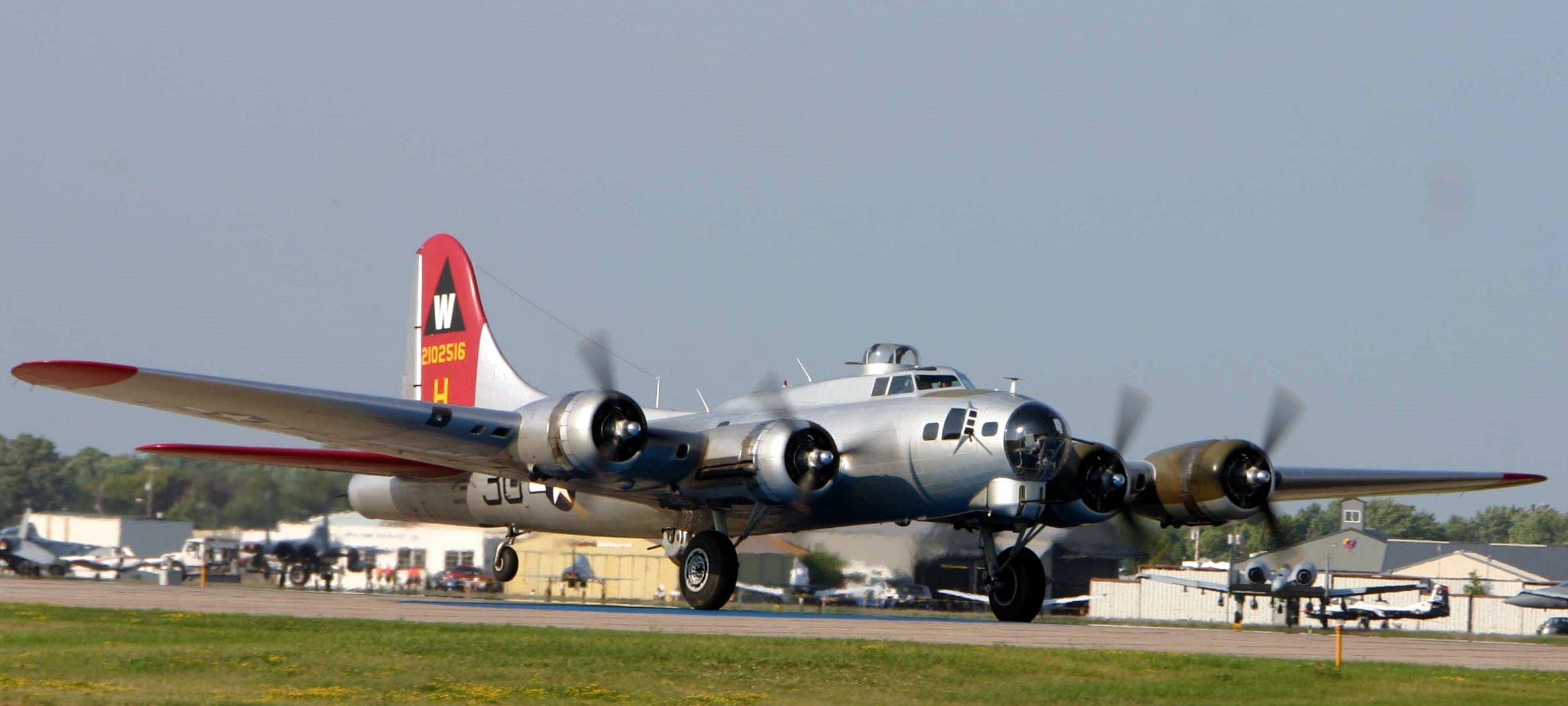'Aluminum Overcast' B-17 to Visit Missouri