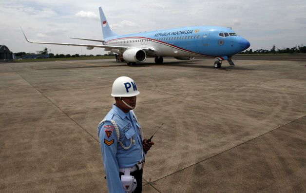 Indonesia President Receives Boeing Jet