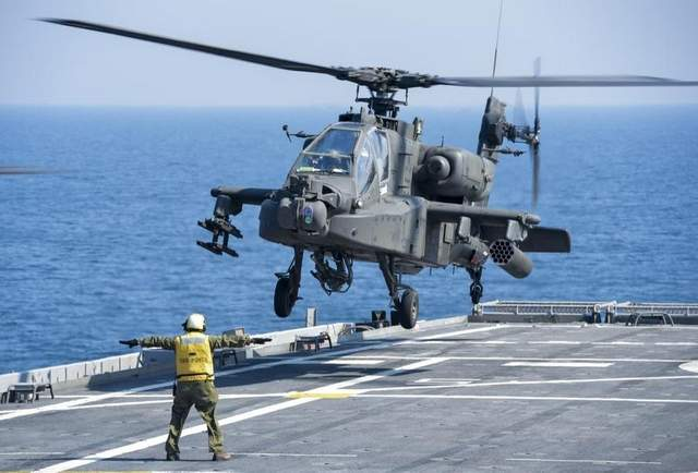 Army May Operate Apaches on Navy Ships