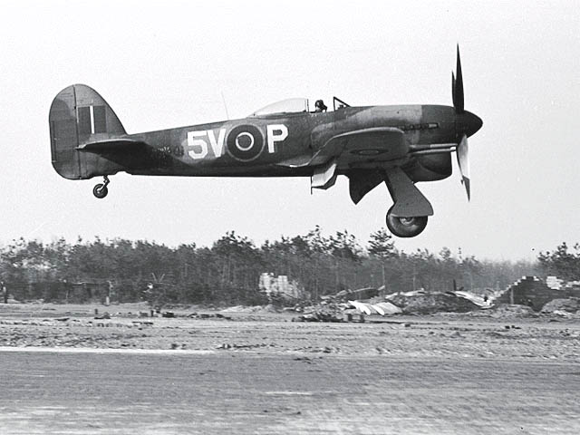 Canadian WWII Pilot Recalls 90 Missions