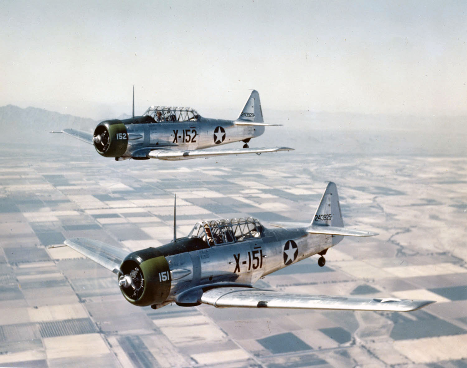at-6c_texans_in_flight_1943
